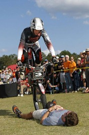 On The Edge 2-Wheel Action Show - team1